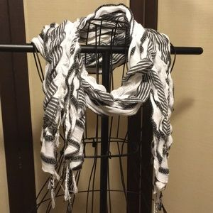 White and black scarf 🧣